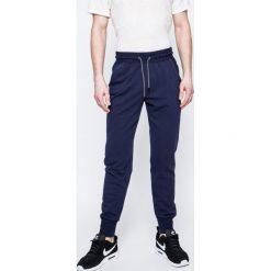 cd83dc15be4b2 Spodnie materiałowe męskie marki Guess Jeans - Kolekcja wiosna 2019 ...