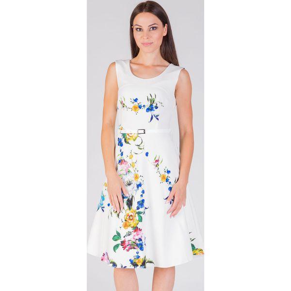 57877c111e Rozkloszowana wizytowa sukienka ecru QUIOSQUE - Sukienki damskie ...