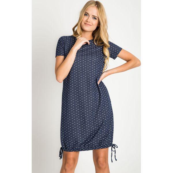 0366d35ca4 Granatowa sukienka w biały geometryczny wzór QUIOSQUE - Sukienki ...