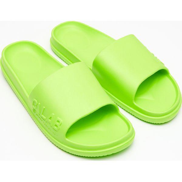 7aaaed29873fa Klapki - Zielony - Klapki i japonki męskie marki Cropp. Za 39.99 zł ...