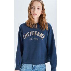 e81f8be36f87c9 Bluza oversize z nadrukiem - Granatowy. Bluzy bez kaptura damskie marki  Cropp. W wyprzedaży