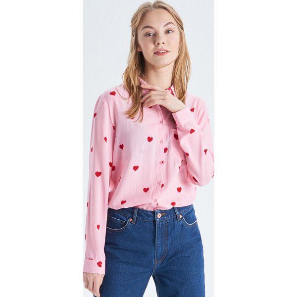 0830b7698f54 Koszula o klasycznym kroju - Różowy - Koszule damskie marki Cropp. W ...