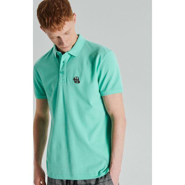 d29bffa0b65499 Koszulka polo z haftem - Zielony - Zielone koszulki polo męskie Cropp, l,  bez wzorów, bez ramiączek. W wyprzedaży za 29.99 zł.