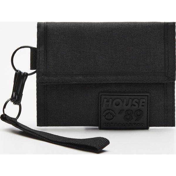 7e1122ba9b1d Materiałowy portfel z brelokiem - Szary - Portfele męskie marki ...
