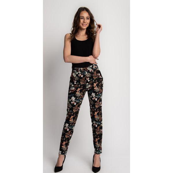 1e9e4fdf Czarne luźne spodnie w kwiaty z kieszeniami BIALCON