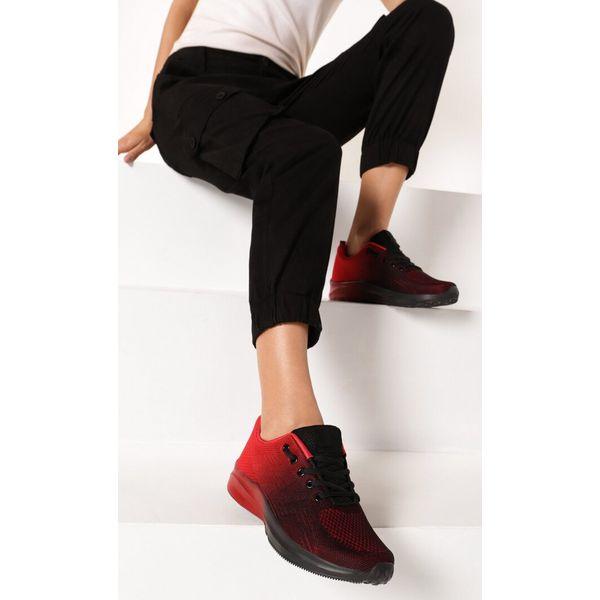 Klasyczne różowe sportowe buty damskie z białymi wstawkami K169
