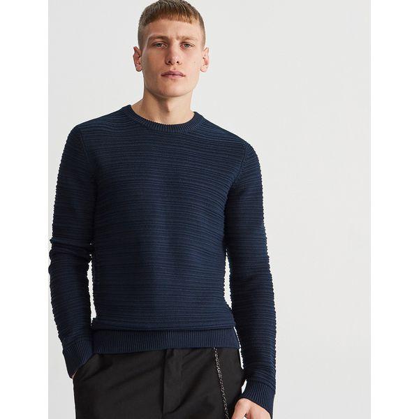 09981afda67d3 Sweter ze strukturalnej dzianiny - Granatowy - Swetry męskie marki ...