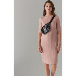 3c028ab17bb918 Dzianinowa midi sukienka - Różowy. Czerwone sukienki damskie Mohito, l, bez  wzorów,