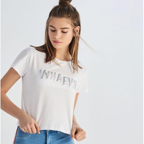 e2bcd0598 Krótki t-shirt z holograficznym napisem - Biały - T-shirty damskie Sinsay.  W wyprzedaży za 19.99 zł. - T-shirty damskie - T-shirty i topy damskie -  Odzież ...