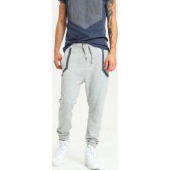 4f3cf0d59 Spodnie dresowe męskie ze sklepu Top Secret - Kolekcja lato 2019 ...