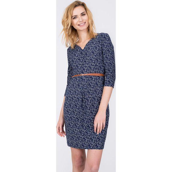 949824f166 Granatowa sukienka ze wzorem z cienkim paskiem QUIOSQUE - Sukienki ...