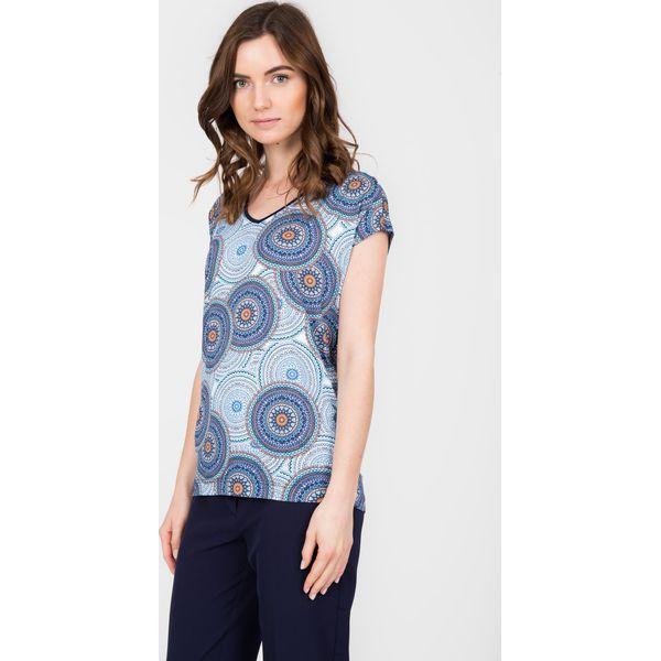 7601218793a7 Niebieska bluzka z orientalnym wzorem QUIOSQUE - Bluzki damskie ...