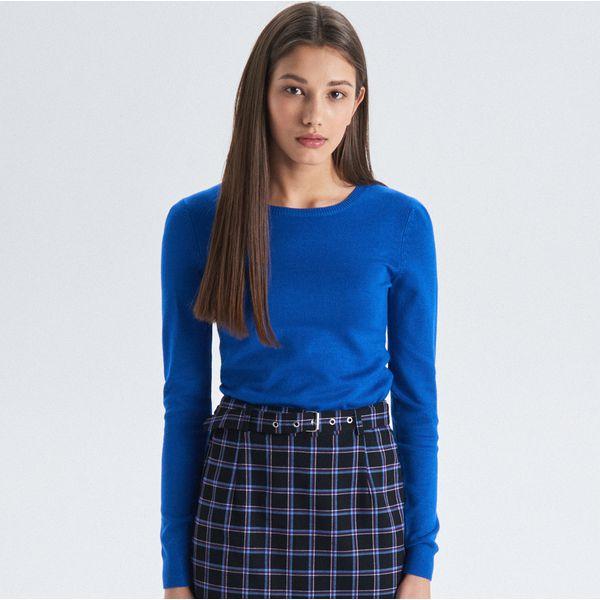 9b3e607f24a6 Gładki sweter - Niebieski - Swetry klasyczne damskie marki Cropp. W ...