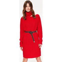 b1f8e70d7b SUKIENKA SWETROWA Z MODNYM ROZCIĘCIEM. Sukienki damskie marki TOP SECRET. W  wyprzedaży za 59.99