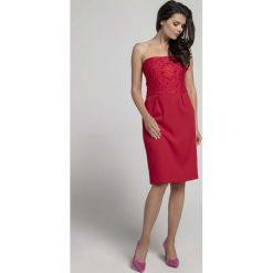 9bb3555446 Czerwona Koktajlowa Sukienka o Fasonie Tuby z Odkrytymi Ramionami z  Koronką. Sukienki damskie marki Molly
