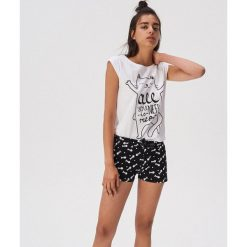 f8b2fe8e744250 ... sklepu Sinsay - Kolekcja lato 2019. Piżama dwuczęściowa z kocią grafiką  - Czarny. Czarne piżamy damskie Sinsay, l, bez