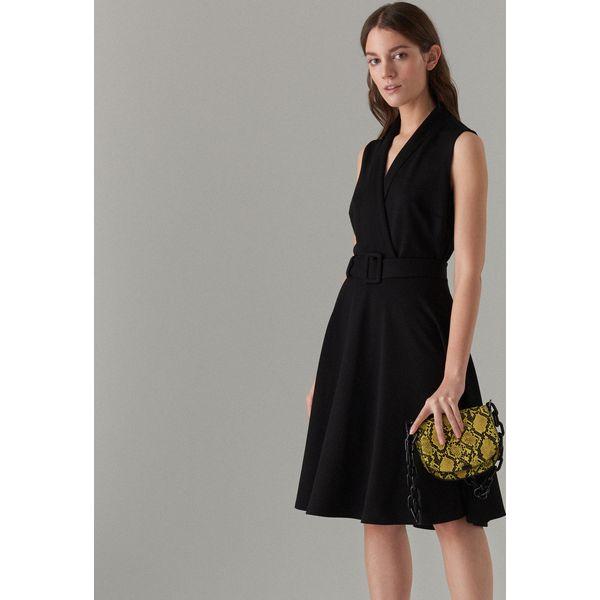 683f6e4fd7 Rozkloszowana sukienka z paskiem - Czarny - Sukienki damskie marki ...
