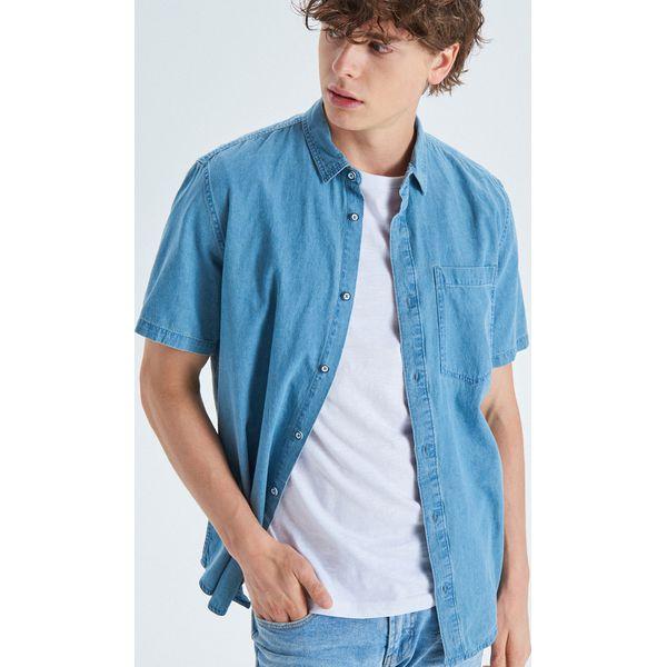 8c1a24aa6fb793 Koszula z krótkim rękawem - Niebieski - Koszule męskie Cropp. W wyprzedaży  za 29.99 zł. - Koszule męskie - Odzież męska - Mężczyzna - Sklep Super  Express