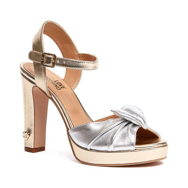203bc471d Skórzane sandały w kolorze srebrno-złotym - Sandały damskie marki Moschino  + Love Moschino. W wyprzedaży za 549.95 zł. - Sandały damskie - Obuwie  letnie ...