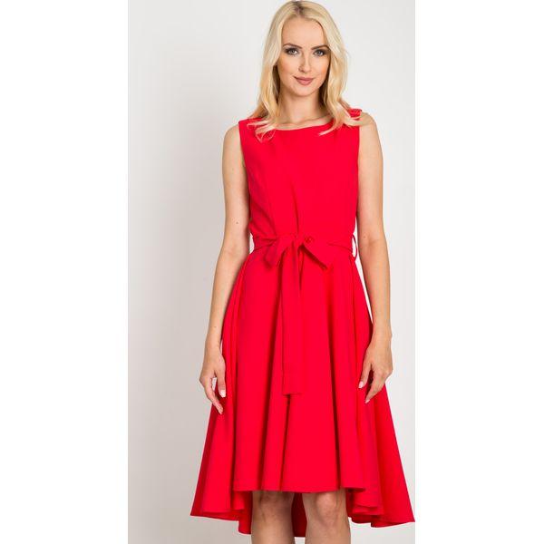 de199202d1 Malinowa rozkloszowana sukienka z dłuższym tyłem QUIOSQUE - Różowe ...