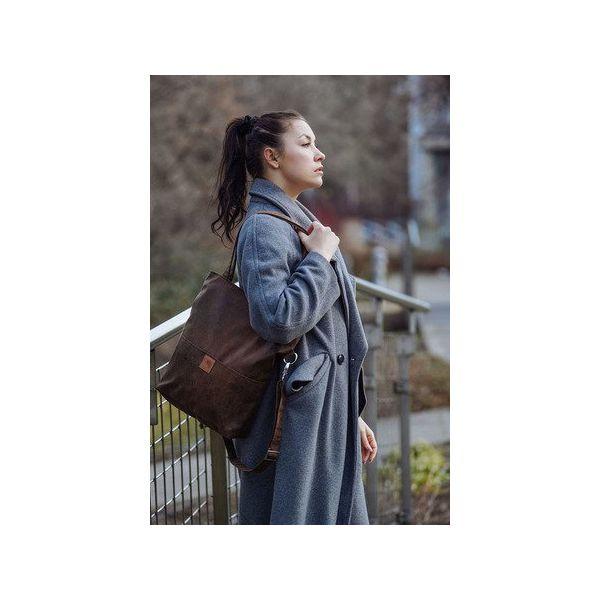 6305f95a7f908 Brązowa torba z zamszu ekologicznego z regulowanym paskiem - Torby ...