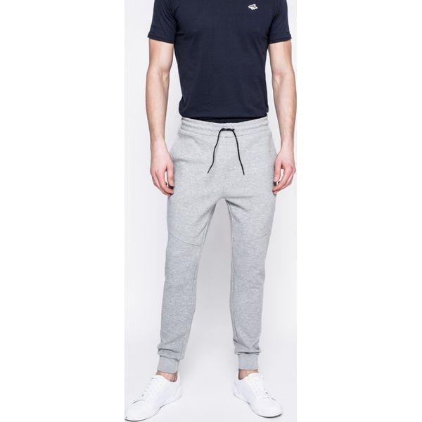 a0ebc6768cbd3 Guess Jeans - Spodnie - Spodnie materiałowe męskie marki Guess Jeans. W  wyprzedaży za 199.90 zł. - Spodnie materiałowe męskie - Spodnie męskie -  Odzież ...