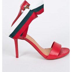 Czerwone sandały damskie na słupku Kolekcja zima 2020