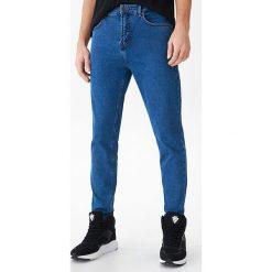 bc6d4a5d62 Denimowe spodnie carrot - Niebieski. Niebieskie spodnie materiałowe męskie  marki House