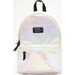 165877b200f0d Brokatowy plecak z połyskiem holo - Wielobarwny. Plecaki damskie marki  Cropp. Za 89.99 zł
