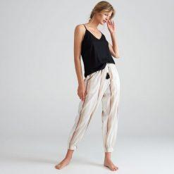 40eea967c4c314 ... sklepu Reserved - Kolekcja lato 2019. Bawełniana piżama ze spodniami -  Czarny. Piżamy damskie Reserved. Za 129.99 zł.