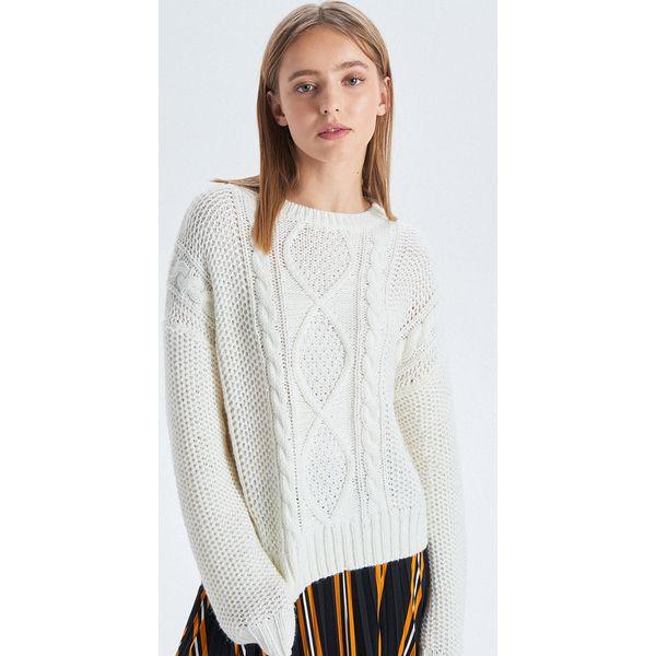 088ab9bfd7b04 Sweter z warkoczowym splotem - Kremowy - Swetry klasyczne damskie ...