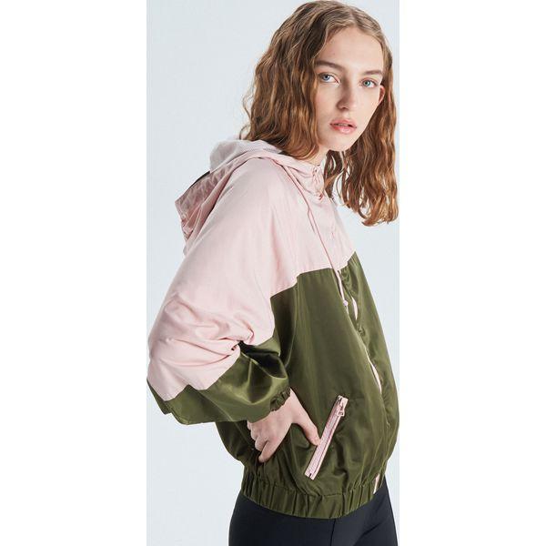 005b5088db6a9 Nylonowa kurtka z kapturem - Różowy - Kurtki damskie marki Cropp. W ...