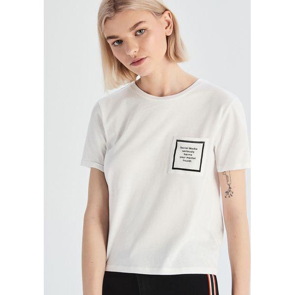 54dbe17c2148b2 Bawełniany t-shirt z naszywką - Biały - T-shirty damskie Sinsay. W ...