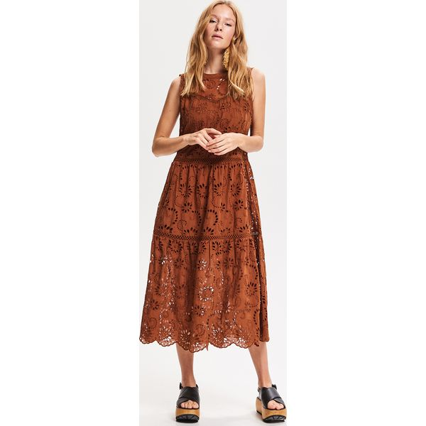 6a9f9434687aa8 Ażurowa sukienka midi - Beżowy - Sukienki damskie Reserved. Za ...