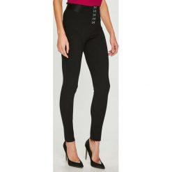 d08dd74920508 Wyprzedaż - spodnie i legginsy damskie marki Guess Jeans - Kolekcja ...