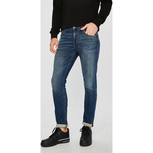 fd1167eab97bf Guess Jeans - Jeansy Chris - Jeansy męskie marki Guess Jeans. W wyprzedaży  za 349.90 zł. - Jeansy męskie - Spodnie męskie - Odzież męska - Mężczyzna -  Sklep ...