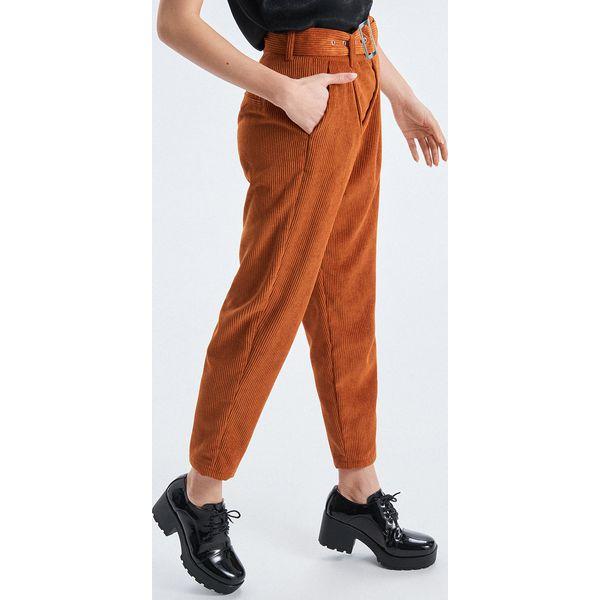 8050ca273c Sztruksowe spodnie o kroju carrot - Brązowy - Spodnie materiałowe ...