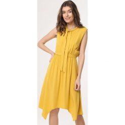b73f839a4d Żółta odzież damska z kontrastowym kołnierzykiem