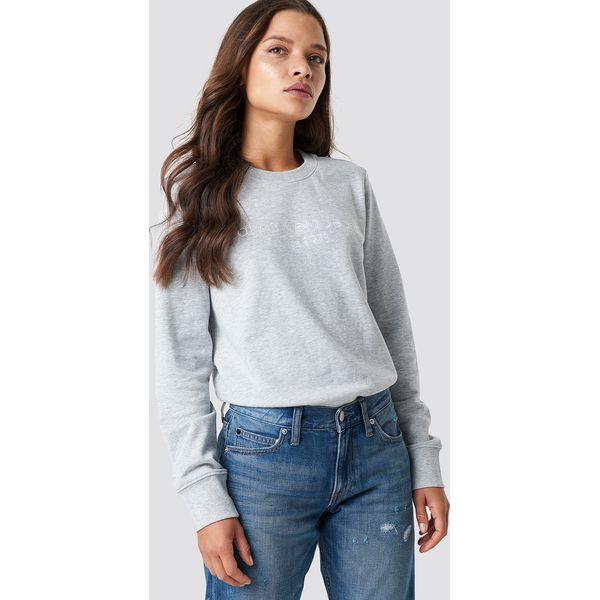 a71f9ab6d8592 Calvin Klein Bluza Halia Institutional Crew Neck - Grey - Bluzy bez kaptura damskie  marki CALVIN KLEIN. Za 364.95 zł. - Bluzy bez kaptura damskie - Bluzy ...