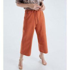 51539571bbd4 Spodnie i legginsy damskie marki Cropp - Kolekcja wiosna 2019 ...