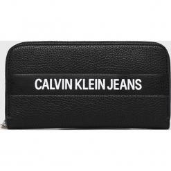 05f3dac3e0244 Calvin Klein Jeans - Portfel. Portfele damskie marki Calvin Klein Jeans. W  wyprzedaży za