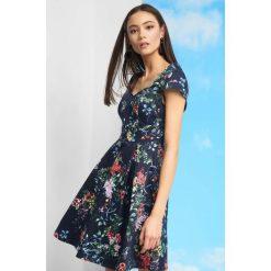 c22da4cbf7 Sukienki z dekoltem w szpic - Sukienki damskie - Kolekcja wiosna ...